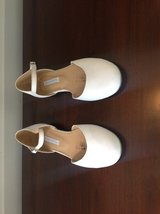 Girls White First Communion / Flower Girl Shoes Size 2 in Lockport, Illinois